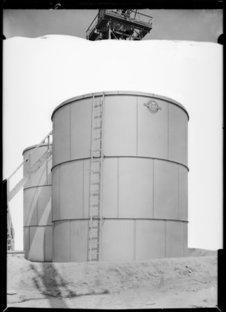 Tanks at Signal Hill, CA, 1930
