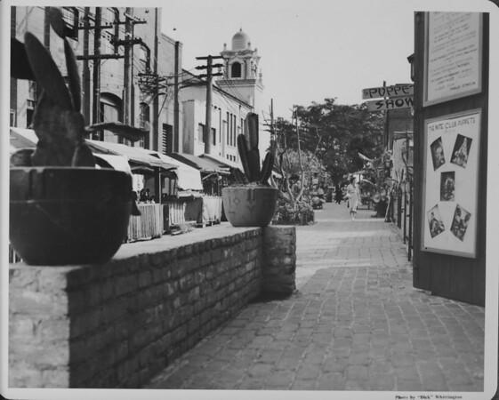Olvera Street, The Nite Club Puppets
