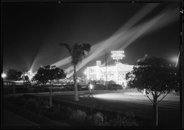 Crowd and lights at opening of Citizens National Bank, Los Angeles, CA, 1930