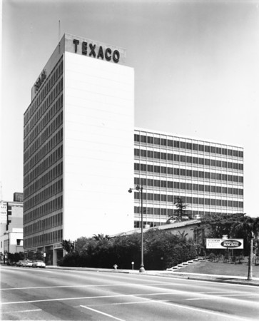 Photo of the Texaco Building on Wilshire Boulevard, facing east