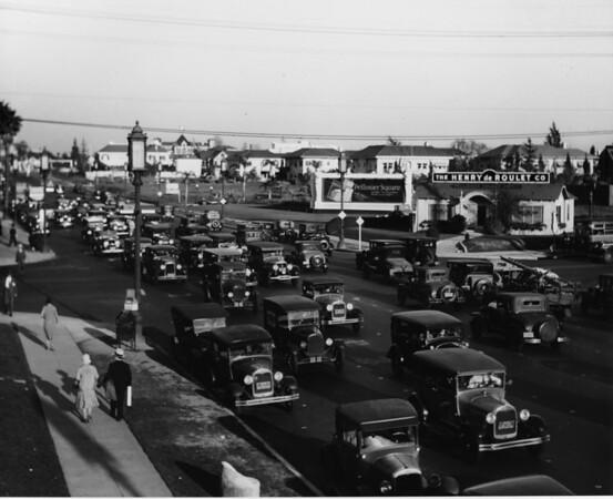 Heavy traffic on Wilshire Boulevard in Los Angeles