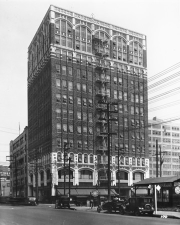 Textile Center Building at the corner of Eighth Street and Maple Avenue, facing northeast along Maple Avenue in Downtown Los Angeles
