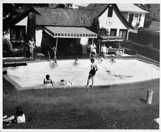 Residential home with swimming pool in 1948 in Palm Springs