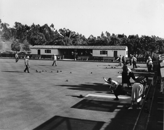 Lawn bowling in Holmby Park