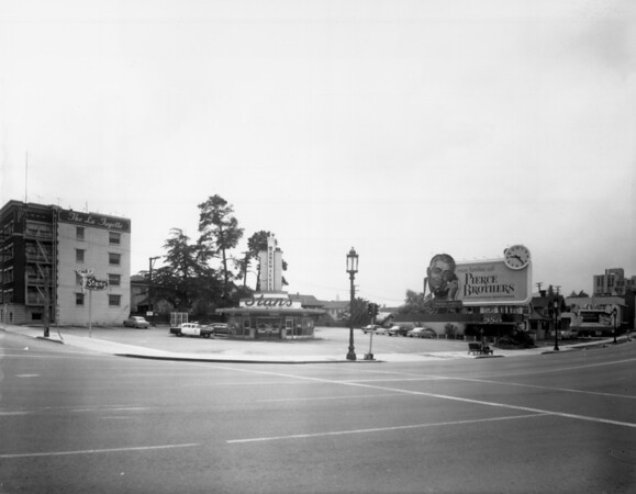 A long shot of Stan's Sandwiches which is a circular drive-in diner