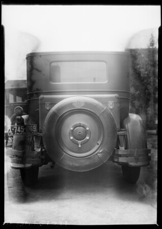 Tire cork on Nash, Assorted Industries, Southern California, 1927