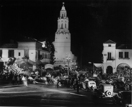 """Crowds of people and a caravan of cars in front of the Fox Carthay Circle Theatre during the premiere of """"Wee Willie Winkie"""""""