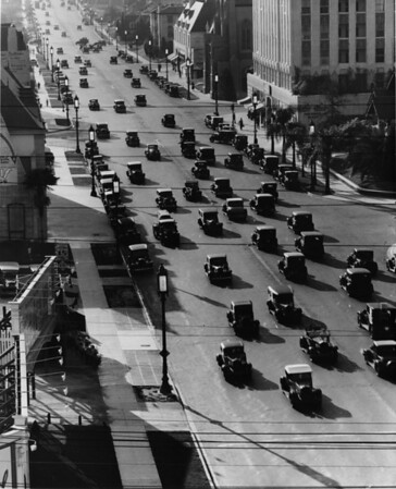 Wilshire Boulevard facing east at the entrance to the Ambassador Hotel at Kenmore Avenue