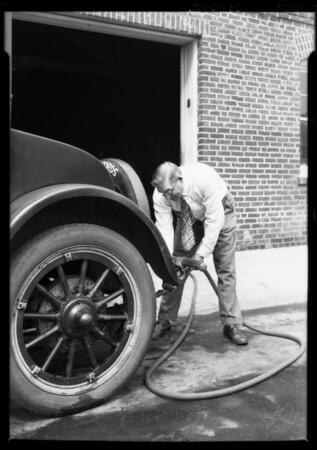 Car washing mops, Southern California, 1926