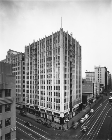 Looking west down Seventh Street past the Transporation Building at Los Angeles Street towards Dearden's at Seventh Street and Main Street