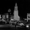 "A long shot of the crowds of people and caravans of cars in front of the Fox Carthay Circle Theatre during the premiere of ""Wee Willie Winkie"""