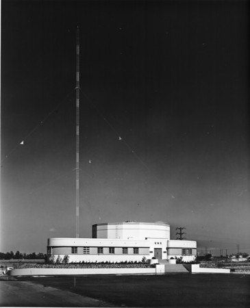 Outdoor photo showing the complete building of KNX radio station