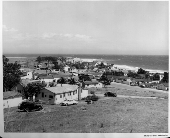 A view of a small community next to the ocean in Malibu