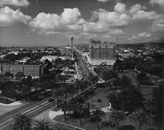Facing west on Wilshire Boulevard, Lafayette Park, I. Maginin Company, Simons, Town House