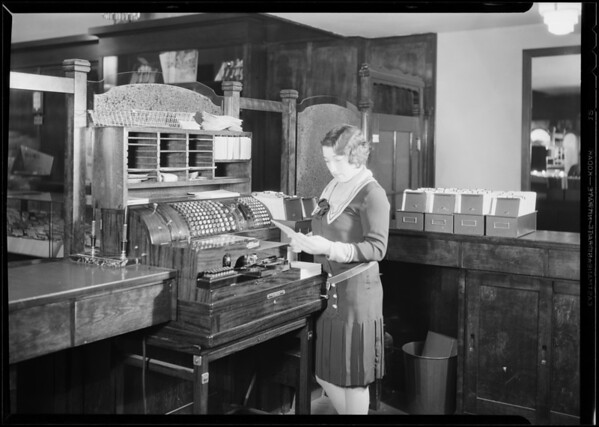 Hamilton Diamond Co. posting machine, 546 South Broadway, Los Angeles, CA, 1930