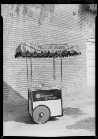 Fred Harvey orange juice wagon, Southern California, 1926