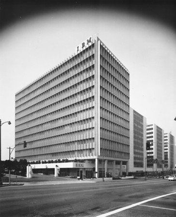 Photo of the IBM Building on Wilshire Boulevard at the corner of Wilshire Boulevard and Mariposa Avenue, facing south