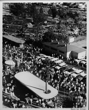 Coliseum crowds, parking lots and entrance