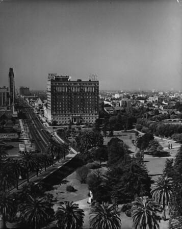 Facing west on Wilshire Boulevard, Lafayette Park, I. Maginin Company, Simons, Town House, Lafayette Place, Commonwealth Avenue (portrait shot)
