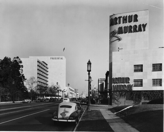 Corner of Wilshire Boulevard and Stanley Avenue across from Hancock Park and the La Brea Tar Pits