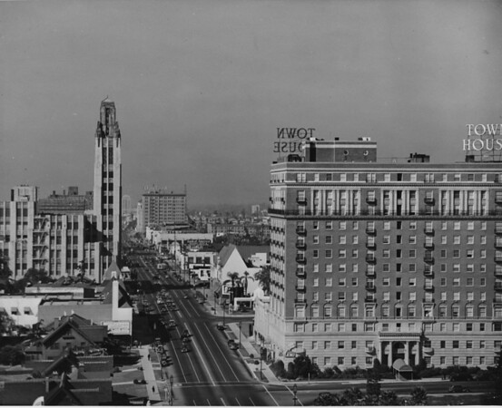 Aerial view of Wilshire Boulevard looing west from Commonwealth Avenue