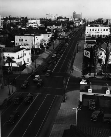 Heavy commuter traffic on Wilshire Boulevard, Los Angeles