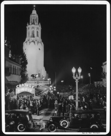 "The Fox Carthay Circle Theatre surrounded by bleachers of people during the premiere of ""Wee Willie Winkie"""