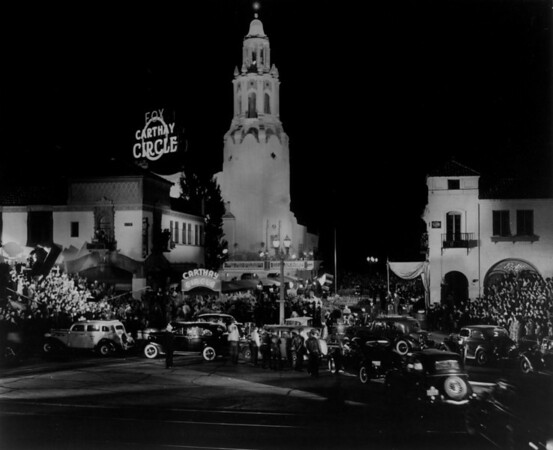"A long shot of the Fox Carthay Circle Theatre during the premiere of ""Wee Willie Winkie"""