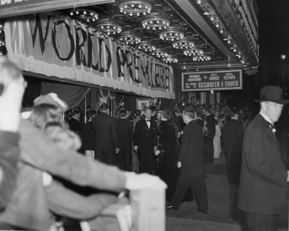 "People entering the Warner Brothers Theatres during the premiere of ""The Private Lives of Elizabeth of Essex"""