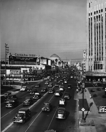 Looking eastward on Wilshire Boulevard at Western Avenue during the afternoon rush hour at 5:00pm
