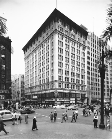 Facing southeast on the corner of West Sixth Street and South Hill Street in Downtown Los Angeles at the W.I. Hollingsworth Building