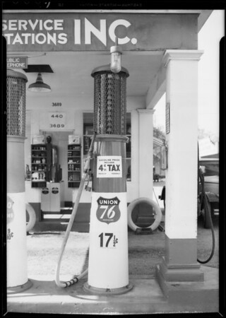 Pumps with gas tax prices, Southern California, 1932