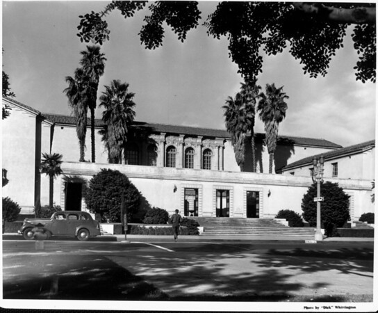 A facade of the Pasadena Public Library seen from Walnut Street
