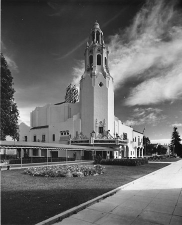 Carthay Circle Theatre resembling a church located in Carthay Circle, Los Angeles