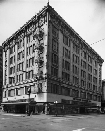 The Famous Department Store located on the northwest corner of Broadway and Fourth Street