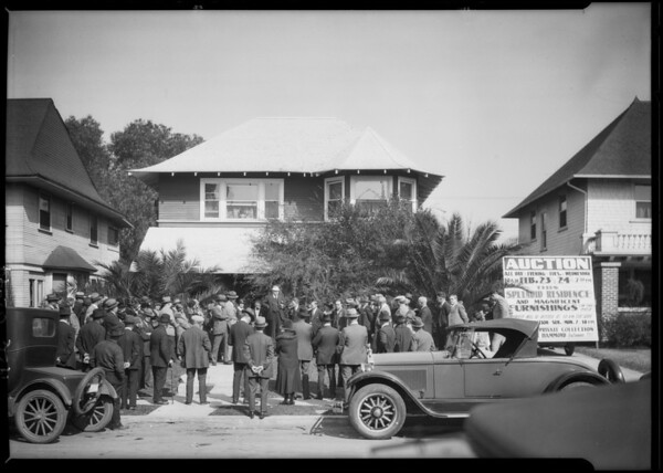 Crowd at auction of Dwight Hammond home, Southern California, 1926