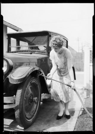 Car washing mops, Southern California, 1926