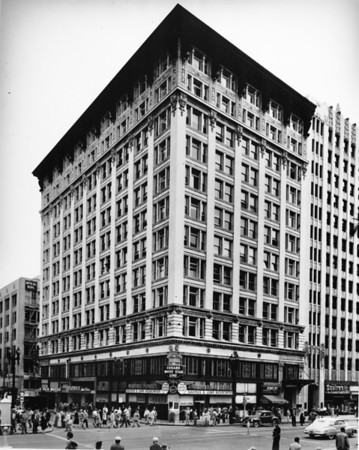 The W.I. Hollingsworth Building on the southwest corner of Sixth Street and Hill Street