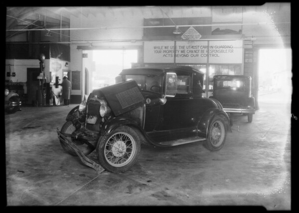 Intersection of West 3rd Street and South Fairfax Avenue, Ford and Essex collision, Los Angeles, CA, 1931