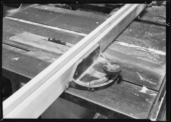 Cross cut and pip saw, Superior Cabinet Company, Snyder injured, Southern California, 1931