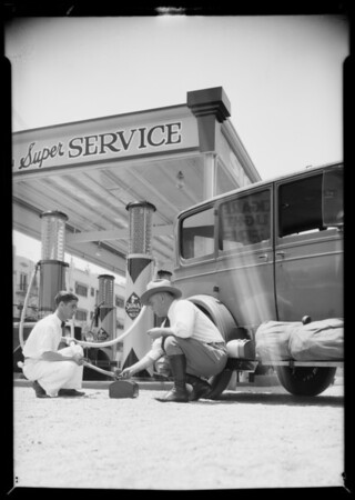 Camper using Purr-Pull gas, Southern California, 1932