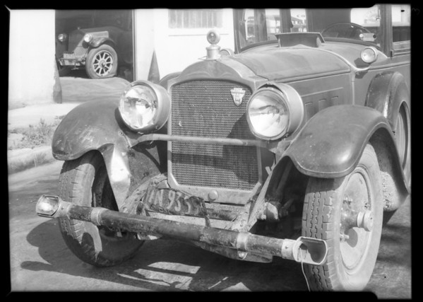 Wrecked 1928 Packard sedan at Cascade Garage, 1116 Porter Avenue, Southern California, 1931
