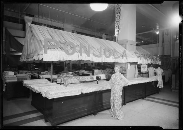 """""""Ponjola"""" booth, Los Angeles, CA, 1931"""
