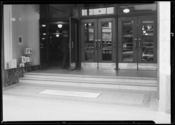 Steps from doorway of May Co. to Broadway, Los Angeles, CA, 1933
