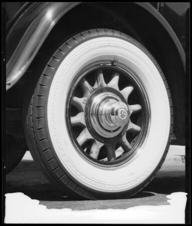 Buick car with Vogue tires, Southern California, 1933