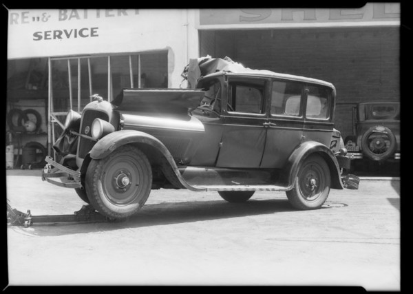 Wreck of Studebaker car, 666 Colorado Boulevard, Glendale, CA, 1931