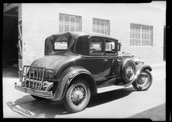 Peerless coupe, hit by Red Top cab, Dr. E.B. Tuteur, owner, Wilshire medical building, Southern California, 1931