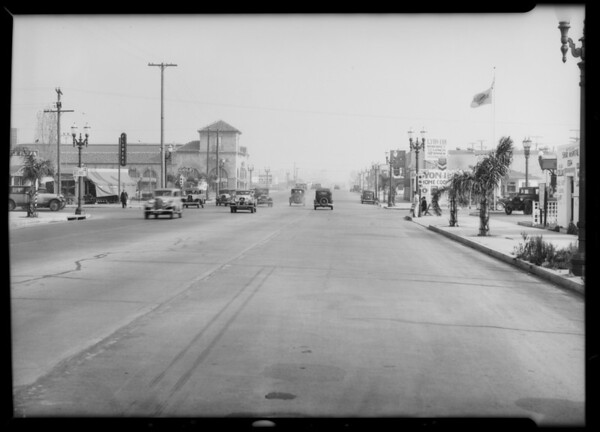 Intersection and wrecked cars, Los Angeles, CA, 1933