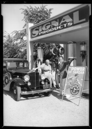 Mr. & Mrs. L.J. Pierce at Signal station, Wilshire Boulevard & Swall Drive, Beverly Hills, CA, 1933