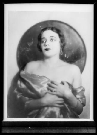 Halina Bruzorna, Southern California, 1931